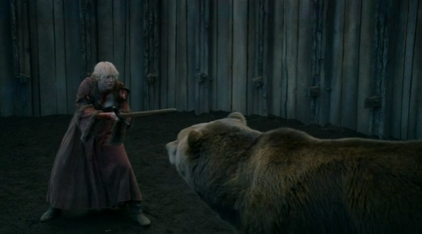 game-of-thrones-3.07-the-bear-and-the-maiden-fair-brienne-bear